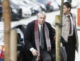 Garzón deja libres a seis imputados de Gürtel y el PP le exige que se inhiba ya