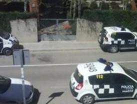 La policía cerca el encierro en Arganzuela contra el despido de interinos