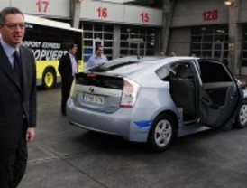 Un coche por cada tres concejales de la oposición