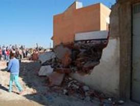 Los desahuciados de Cañada Real intentan reconstruir su casa