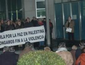 Más de 300 vecinos de Parla se concentran contra la situación en Gaza