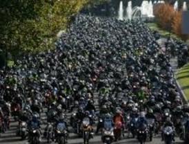 Más de 10.000 motoristas protestan en Madrid