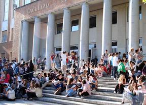 Educación sugiere cambiar becas por préstamos para los universitarios