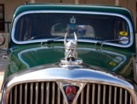 Un vecino de Valdemorillo organiza una muestra de coches antiguos
