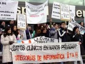 Los informáticos de Sanidad se concentran 'a modo de protesta' en la puerta del Hospital 12 de Octubre