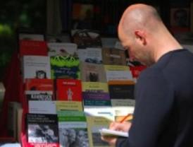 El mal tiempo hace caer las ventas un 10% en la Feria del Libro