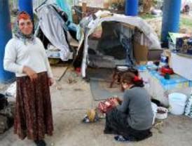 Agentes tutores visitan a los niños que viven en colectores de M-30