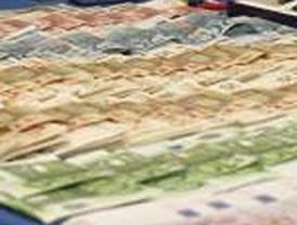 Intervenidos cerca de 120.000 euros debajo del volante y el asiento de un turismo