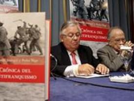 Presentado el libro 'Crónicas del antifranquismo', de Fernando Jáuregui y Pedro Vega