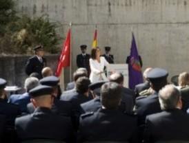 Paloma Adrados felicita a los agentes de la Comisaría Nacional de Policía de Pozuelo