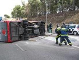 Tres italianos, heridos tras chocar su minibús con un coche que se dio a la fuga