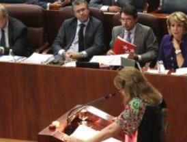 La oposición condena toda la gestión de Aguirre pero la presidenta se aferra a los datos
