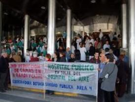 Unas 200 personas se manifiestan contra la reducción de camas en el Ramón y Cajal
