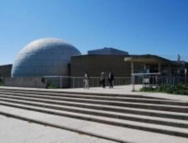 Observación nocturna de estrellas en el Planetario