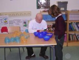 Discapacitados de Pozuelo de Alarcón se convierten en 'profesores por un día'
