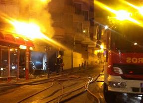 Arde un bazar chino en el centro urbano de Las Rozas