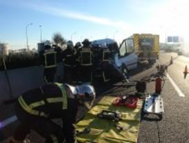 Fallece el ocupante de una furgoneta que chocó contra un camión en la M-45
