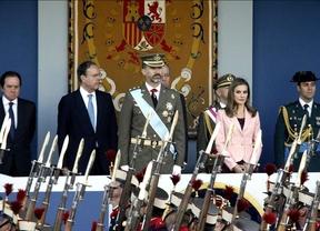 El Príncipe preside su primer 12 de octubre con un desfile austero y 'exprés'