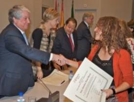 Los 327 alumnos de posgrados y másters de la Cámara reciben sus diplomas