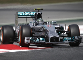 Mercedes comienza arrasando