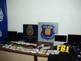 Cae una banda de falsos policías que obtenía 10.000 euros al día asaltando a turistas