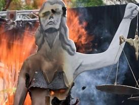 Miles de afectados por las estafas del Forum Filatélico y Afinsa cortan Cibeles