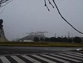 La niebla provoca decenas de kilómetros de atascos en la región