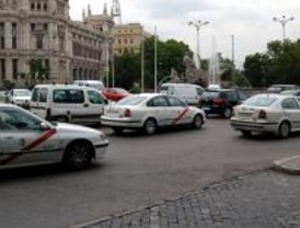 Los taxistas piden que se les permita instalar publicidad