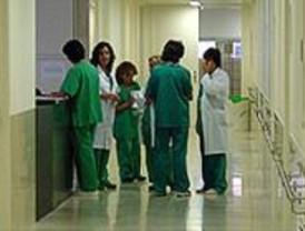 Una asociación critica que los sanitarios madrileños puedan tener dos trabajos