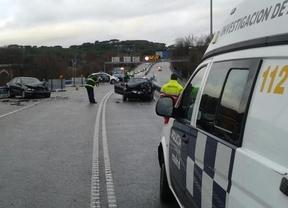 Dos coches sufren un choque frontal en el Puente de los Franceses