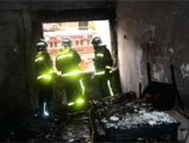 Un incendio en un piso de Arganzuela provoca cuatro heridos leves por inhalación de humo