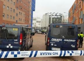 Desahucian a un padre ingresado en el hospital y a su hijo de 12 años en Vallecas
