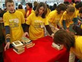 Cientos de madrileños donan libros para 34 bibliotecas de Colombia