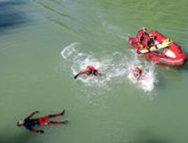 Los bomberos de la Comunidad se especializan en rescates acuáticos