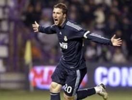 Higuaín se reivindica con tres goles en una victoria solvente del Madrid