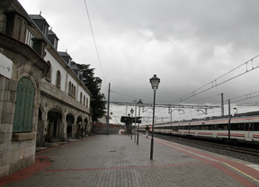 Detenido por dañar 28 vehículos aparcados en la estación de Renfe de Colmenar Viejo