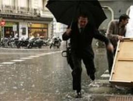 La lluvia provoca más de 150 kilómetros de atascos