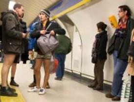 En calzoncillos y bragas por el metro sin ningún motivo