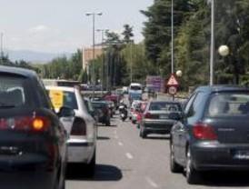 El puente provoca grandes atascos en las salidas de Madrid