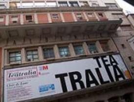 Concentración para impedir la demolición del Teatro Albéniz