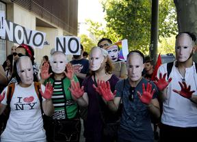 Concentración  frente a la embajada rusa contra la homofobia