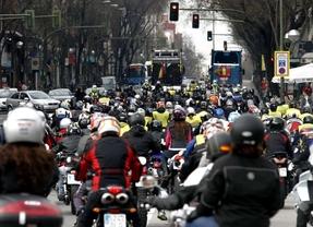 Cientos de moteros marchan contra los 'quitamiedos'