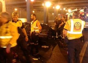 Muy grave una conductora tras chocar su coche contra una columna en un túnel de la M-30