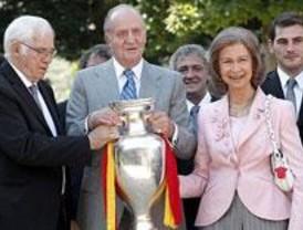 Los Reyes y Zapatero reciben a la selección española de fútbol