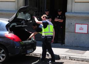 Un policía encuentra una bolsa con 400.000 euros en un maletero