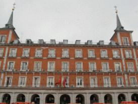 El parque de bomberos atasca el hotel de la Plaza Mayor
