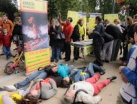 Amnistía Internacional celebra un acto contra la pena de muerte en el parque de El retiro
