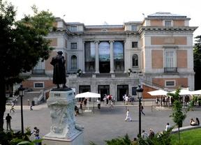 cola de turistas en la entrada Goya del Museo del Prado