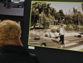 Inaugurada una exposición que busca concienciar a los peatones del riesgo del tráfico