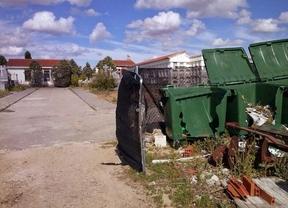 Batres utiliza su cementerio como almacén de escombros